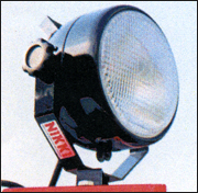 スイッチONで即点灯する日機のメタルハライド投光器
